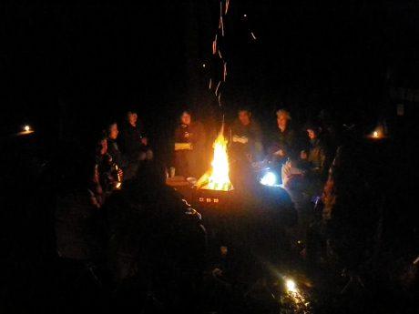 焚き火を囲んで (gokaiblue の競合コピー 2016-07-07)